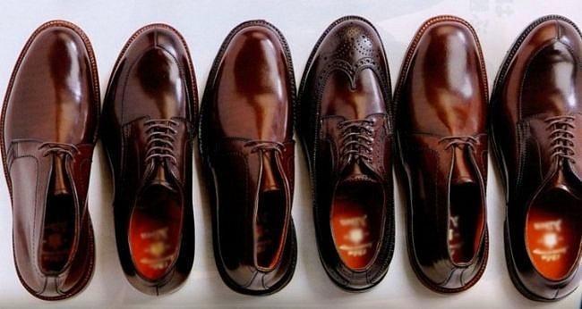 Ayakkabı Temizliği  Kirlenen ayakkabılarınızı temizlemek için en iyi yöntem dış macunudur. Bunun için temiz bir bez ve dış macunu yeterlidir. Temiz bezin üzerine diş macununu dökdükten sonra iyice yedirin. Daha sonra ufak ufak ovalayın. Durulamak içinde yine temiz bir bezi kullanabilirsiniz. Bu işlemden sonra göreceksiniz ki en sevdiğiniz ayakabınız eskisinden daha yeni olacak.