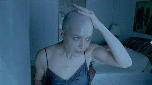 Yeşilçay gelmiş geçmiş en sevilen dizilerden biri olan Asmalı Konak'ın devamı niteliğindeki film için, oldukça cesur bir karar verdi ve rolü gereği saçlarını kazıttı.