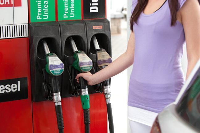 Arabalarımıza Yüksek Oktanlı Benzin Koyuyoruz  Yüksek oktanın bazı yüksek sıkıştırma oranlı motorlar haricinde hiçbir avantajı yoktur.