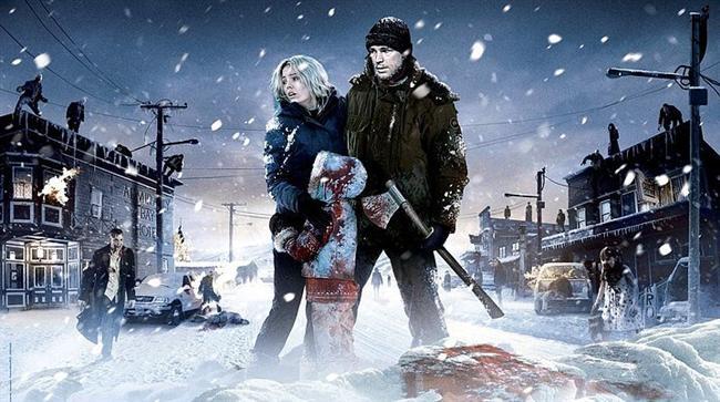 30 Gün Gece / 30 Days of Night (2007) | IMDb: 6.6  Vampir hikayelerini sevenlere güzel bir haber kıvamında geliyor bu film. Özellikle yönetmeni tarafından telaffuz edilenlere bakılacak olursa oldukça iyi şeyler vaat ediyor. Amerika'nın kuzey tarafında yer alan Alaska Barrow kasabasında mevsim, her kış, bir ay boyunca sadece gece olarak yaşanır. Bu süreçte de tuhaf bir grup insan gizemli bir biçimde meydana çıkar ve çok sayıda insan onlar tarafından zarar görür. Hatta ölürler. Zamanla kasabadaki nüfus azalır. Bu tuhaf grup aslında vampirdir ve hayatta kalan insanlardan beslenmek zorundadırlar.