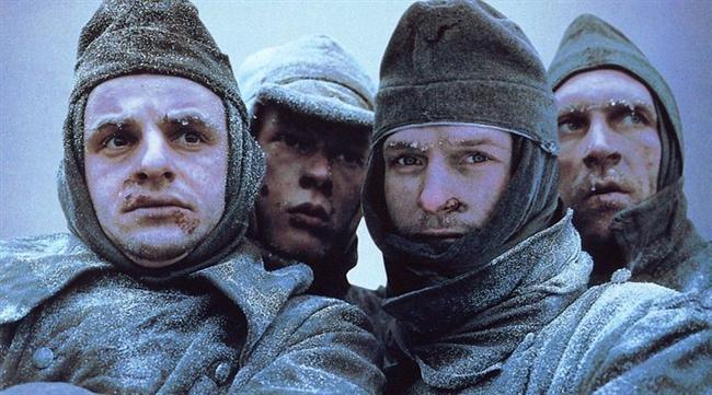 Stalingrad (1993) | IMDb: 7.5  Savaşa Almanların gözünden bakan film, bir grup Alman askerinin Avrupa'dan Rusya'ya gidişini ve Stalingrad Savaşını anlatıyor. Hitler 2. Dünya Savaşında Nazi ordusunu toplayarak Rusya'nın doğusunda Kızılordu'ya saldırır. Tarihin en büyük savaşları arasında yer alan bu savaş 2. Dünya Savaşının sonucuna da etki edecektir.