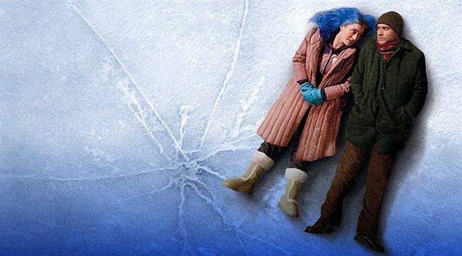 Sil Baştan / Eternal Sunshine of the Spotless Mind (2004) | IMDb: 8.4  İki yıl boyunca beraber olduğu sevgilisinden oldukça şaşırtıcı bir haber alan Joel Barish, bir teknolojik deneye katılan sevgilisine ilişkilerini tamamen hafızasından silinmeden hatırlatmaya çalışmaktadır. Yani Barish'in kim olduğunu bile hatırlamamaktadır. Bu gelişme üzerine küplere binen adam, aynı prosedürü kendi üzerinde de gerçekleştirmek ister. Film, adamın hafızaları silinirken, yaşanılan ilişkiyi gözler önüne serer. Adam da bir kez daha oldukça iyi başlayan ve sonradan tadı kaçan ilişkiyi izler. Fakat zaman geçtikçe ve sıra yaşanılan güzel şeylere gelince, üzerindeki müdahaleyi durdurmak ister. Pişman olmuştur!