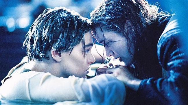Titanik / Titanic (1997) | IMDb: 7.7  Teknolojinin son sürat ilerlediği bir dönemde, insanlar üstesinden gelemeyecekleri hiçbir sorun olamayacağına inanmaya başlamışlardır. 'Titanic' adlı dev transatlantik ise, insanlığın doğaya karşı gövde gösterisi gibidir. Bu 'Düşler Gemisi'nin yolcuları arasında Avrupa`da bir kaç yıl geçirdikten sonra Amerika`ya dönmekte olan, Jack adlı genç bir ressam ile nişanlısı ve annesiyle Philadelphia`ya giden Rose adlı genç bir kız da vardır. İki genç, şans eseri tanışacak, aralarındaki sınıf farkına aldırmaksızın birbirlerine yakınlaşacaktır.  James Cameron'un, seyirciye bir zaman makinesiyle yolculuk ettiği hissini uyandırırcasına gerçeğe yakın filmi 'Titanic' tam 14 dalda Oscar adayı olarak 'En İyi Film' dahil 11 ödülü kazanmıştı.
