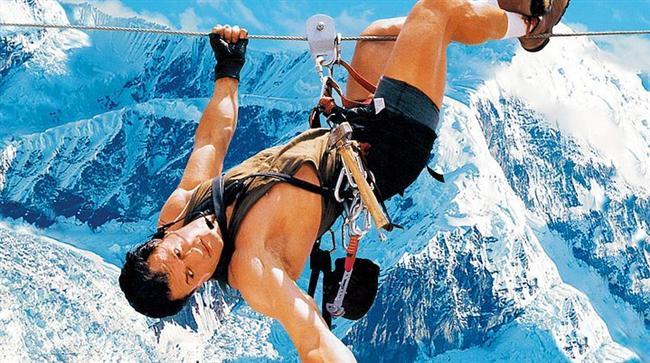 Dağcı / Cliffhanger (1993) | IMDb: 6.3  Gabe Walker, yıllar önce deneyimsiz bir dağcının ölümüne sebep olduğunu düşünerek inzivaya çekilmiş ve bir daha dağlara tırmanmamak üzere işini bırakmıştır. Ancak Gabe, dağa düşen bir uçağın enkazına ulaşmak ve sağ kalanları kurtarmak üzere yeniden dağlara dönmek zorunda kalır. Ama bu kurtarma çalışması hiçte kolay değildir. Çünkü uçağn taşıdığı yük alışıldık bir kargo değildir..