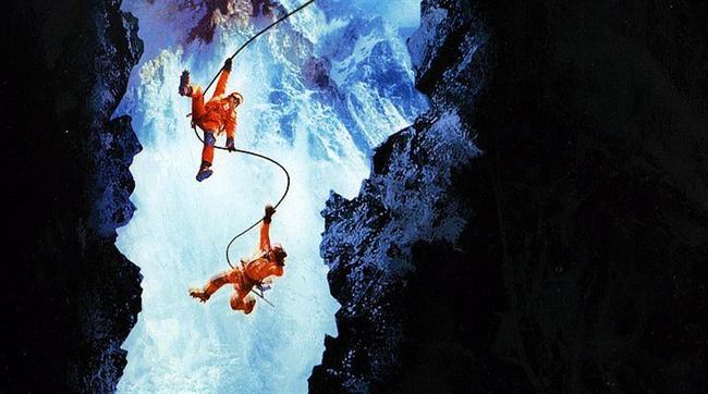 Dikey Limit / Vertical Limit (2000) | IMDb: 5.8  Peter ve Annie dağcılık konusunda uzman iki kardeştir.Babalarını bir kaza sonucu kaybetmelerinden sonra Annie babasına daha yakın olacağını düşündüğü için dağcılığa devam edeken,Peter fotoğrafcılığa başlamıştır.Yıllar sonra iki kardeş K2 dağının ana kampında karşılaşırlar.Annie dağa tırmanmak isteyen ünlü zenginlerden John Vaughn'un ekibindedir.Ekip tırmanışa geçtikten kısa bir süre sonra hava bozmaya başlar.Fakat vaugh geri dönme çağrılarına uymaz ve teklif ettiği para ile dağcıları ikna eder.Ancak beklenen olur ve dağcılar dağda mahsur kalır uzun süredir tırmanış yapmayan peter ekibini toplar ve başta kardeşi olmak üzere herkezi kurtarmak zorunda kalır.Ama bu kolay bir iş olmayacaktır.