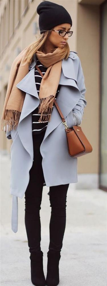 Renkli Paltolarla Kışa Hazır mısınız?  Bir birinden renkli ve kışlık palto modelleri görücüye çıktı... Şimdilerde  yoğun ilgi bulan renkli palto modellerini sokaklarda sık sık görmeye başlayabilirsiniz. Sokaklarda modadan geri kalmamak adına sizlerde bir renkli palto edinin ve şıklığınızla adınızdan söz ettirin. İşte bu kış çok konuşturacak renkli palto örnekleri ve  kombin önerileri...