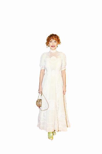 Açelya Topaloğlu törene Vintage Lulu's imzalı kıyafetle geldi.