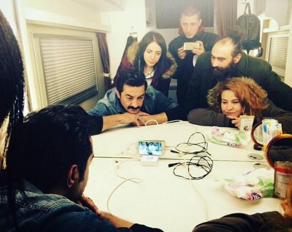 Celil Nalçakan  Biz de böyle izleriz icabında ;) #PoyrazKarayel #Karavan