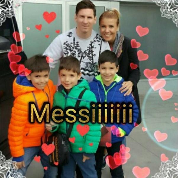 Gülben Ergen  Çok istedik,çok bekledik...Sabahın köründe düştük peşine. Küçük dev göründü. Çocukların ve spor sevenlerin hayran olduğu efsane #Messi #LionelMessi