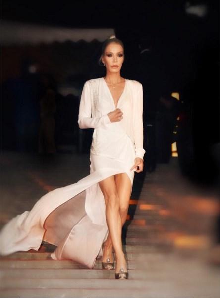 Öykü Serter  Altin Kelebek Ödül Töreni'ne beni hazirlayan yetenekli canlarim isimlere bir tesekkür borcum var... Kisacik bir sürede muhtesem elbisemi tasarlayan minimalist kraliçesi canim arkadasim Eda Güngör'e @edagungor1 (MUSEUM OF FINE CLOTHING- @museumoffineclothing )ki elbiseyi isleyenin gözü kör oldu:))Emeginize saglik; seviyorum sizi❤️