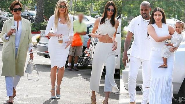 2. Beyaz  Beyaz, moda dünyasının gözdesi. Kardashianlar da sık sık baştan aşağı beyaz giyinerek bu trendi yaygınlaştırıyor.