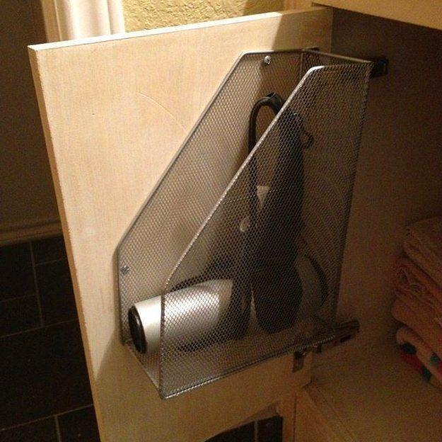 Bir dosya kutusu ile saç kurutma makinenize güzel bir yer yapabilirsiniz.