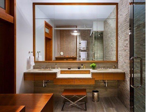 Banyoya koyacağınız büyük ve çerçeveli bir ayna, banyoyu olduğundan çok daha büyük gösterecektir.