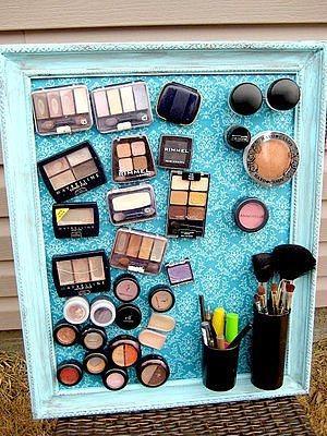 Mıknatıslı panolar tüm kozmetik ürünlerinizi bir arada tutan dekoratif bir eşya olabilir.