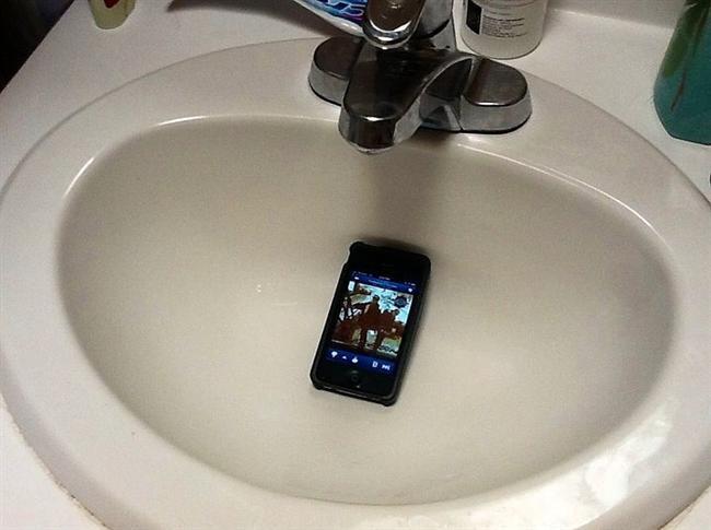 Banyoda müziksiz yapamam diyorsanız kuru bir lavabo harika bir akustik sağlayacaktır.