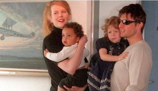 Tom Curise ve Nicole Kidman uzun süren evlilikleri sırasında biyolojik çocuk sahibi olmadılar. Kidman yıllar sonra aptığı açıklamada Cruise ile evliyken bir bebek düşürdüğünü açıklamıştı. Çift, o sıralarda henüz çok küçük olan Connor ve Isabella'yı evlat edindi..