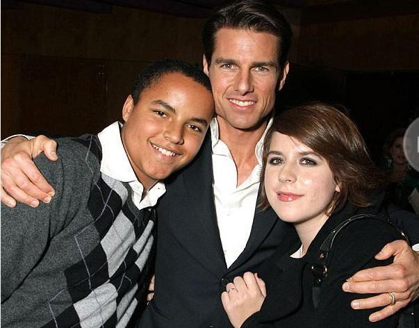 Tom Cruise ve Nicole Kidman'ın elini uzatmasıyla Connor ve Bella'nın hayatı değişti. Genç Connor babasının yolundan gidip aktör olmaya çalışıyor...