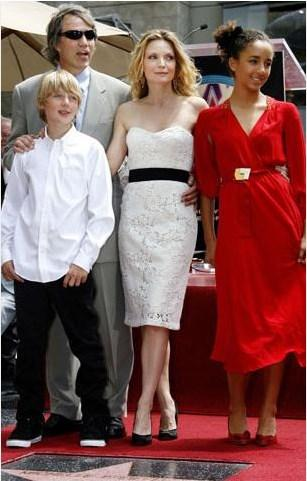 Pfeiffer'ın bir de biyolojik oğlu bulunuyor.