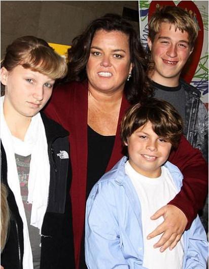 Hollywood'da evlat edinen ünlülerden biri de Rosie O'Donnell.