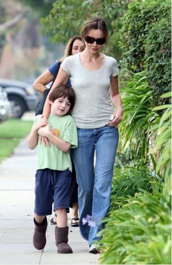 Oyuncu Calista Flockhart da evlatlık çocuk sahibi ünlülerden..