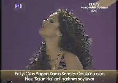 """16. Nez'in Kral Tv Müzik Ödülleri'nde """"En İyi Çıkış Yapan Şarkıcı"""" ödülünü almasının üstünden 13 sene..."""