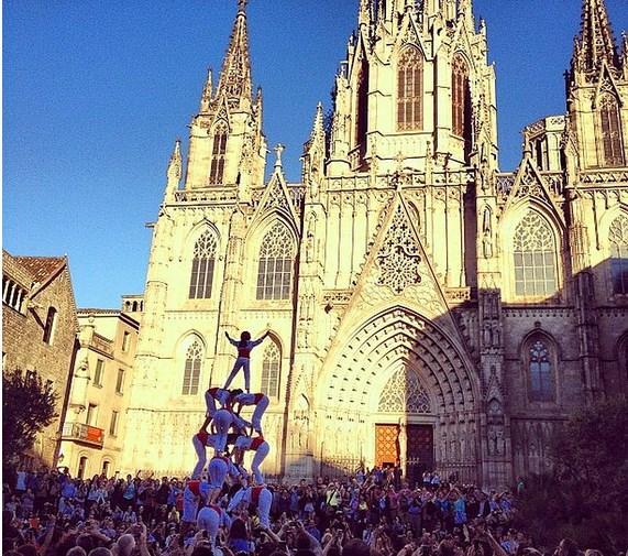 Her Pazar günü katedralin önünde birbirinden ilginç ve eğlenceli etkinliklerle karşılaşabilirsiniz.
