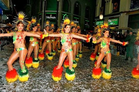Karnavalların sadece Brezilya'da yapıldığını sanıyorsanız yanılıyorsunuz. Las Fallas Festivali ve Sitges Karnavalı gibi etkinliklere yalnızca birkaç saat uzaklıkta olursunuz.