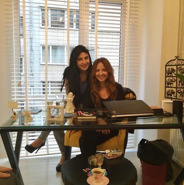 Ayşe Özyılmazel  Ayşe'nin yeni ofisi hayırlı olsun 🎉🎈 sanırsınız patron benim 😜🙈 @aysestetik