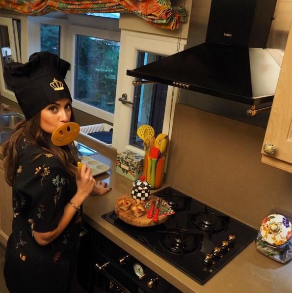Buse Terim  Snapchat'imi takip edenler görmüşlerdir belki Youtube kanalım için yeni videolar çektik bugün. Biri de leziz mini Pizza'lar, bu da o videonun kamera arkası🍕☺️✨ #soononyoutube #minipizzas #backstage #home #buseninmutfagi