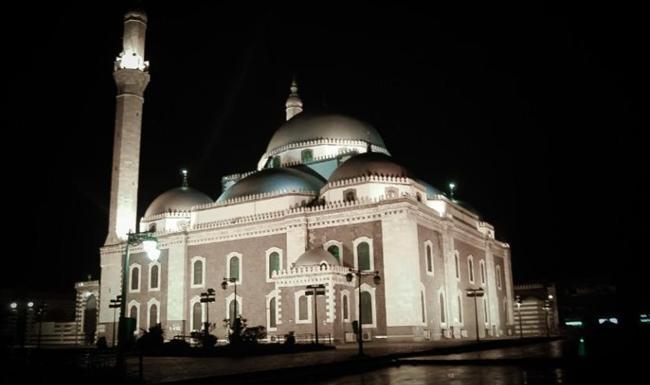 Halid Bin Velid Cami, Suriye  Humus şehrinde bulunan ve 1908 yılında Osmanlılar tarafından yapılan cami Suriye İç Savaşı sırasında devlet karşıtlarının merkezi olarak siyasi önem kazandı. 2013 yılındaki patlamada cami içindeki mozole zarar gördü.