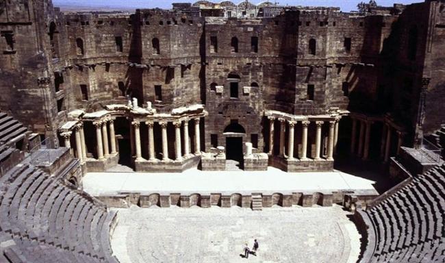 Bosra Antik Kenti, Suriye  Şam'ın güneyinde, Ürdün sınırında bulunan antik kent Petra ve Nebati krallıklarının başkentiydi. 2012 yılından beri şiddetli çatışmalara sahne olan şehir geri dönülemez bir şekilde zarar gördü.