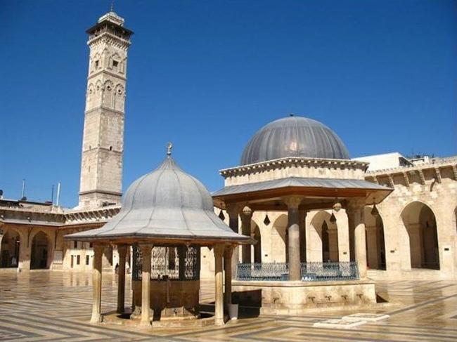 Halep Ulu Cami, Suriye  715 yılında yılında inşa edilen Halep Ulu Cami dünyanın en eski camilerinden biriydi. 2013 yılında Suriye İç Savaşı esnasında içine yerleştirilen mühimmatın patlamasıyla cami de yıkılmıştır