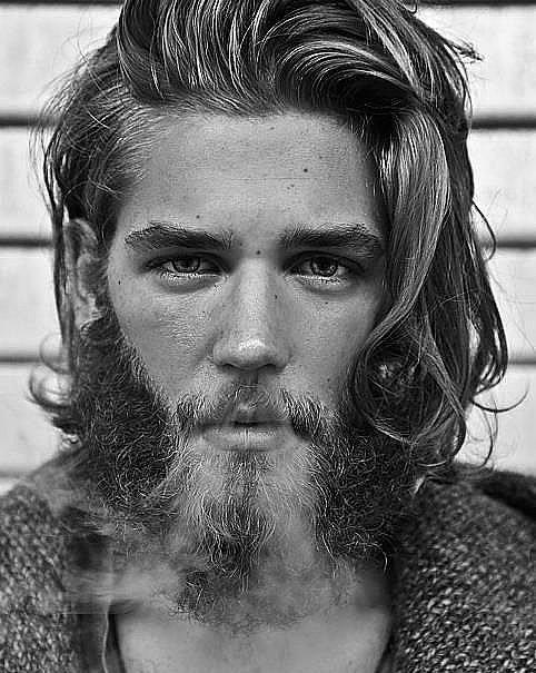 1. Herhalde erkeklerdeki sakal bırakma modası 2015'in en çok rağbet gören trendi oldu.