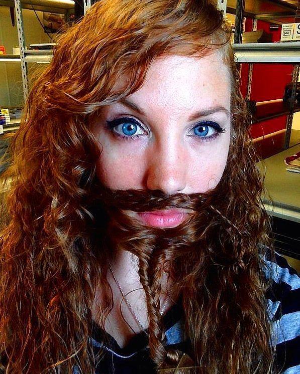 9. Kadınlar sakal tahakkümüne baş kaldırdı ve kendi çabalarıyla sakal bıraktılar.