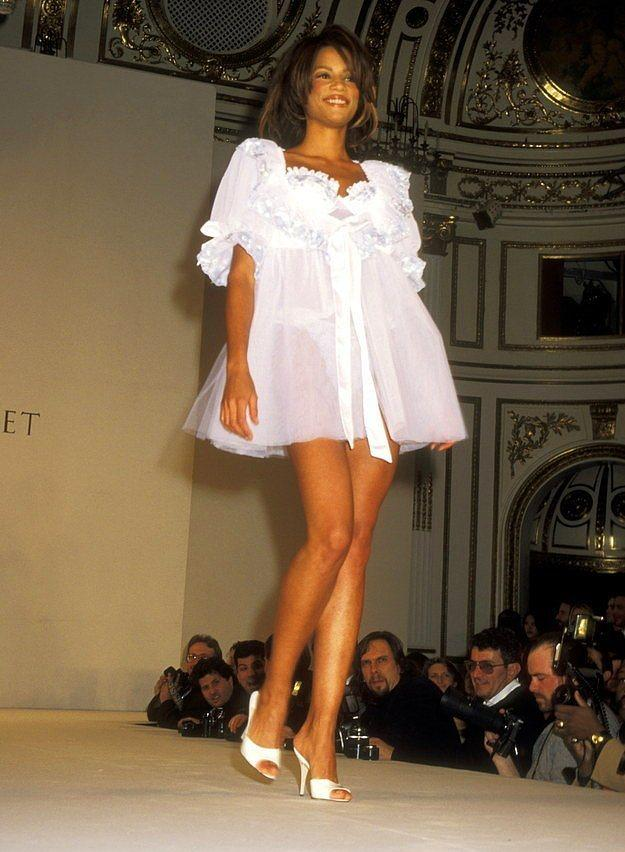 1996 yılına gelindiğindeyse, tabiri caizse, nişanlı kızların çeyizine en iyi gidecek modeller tasarlanıyordu.