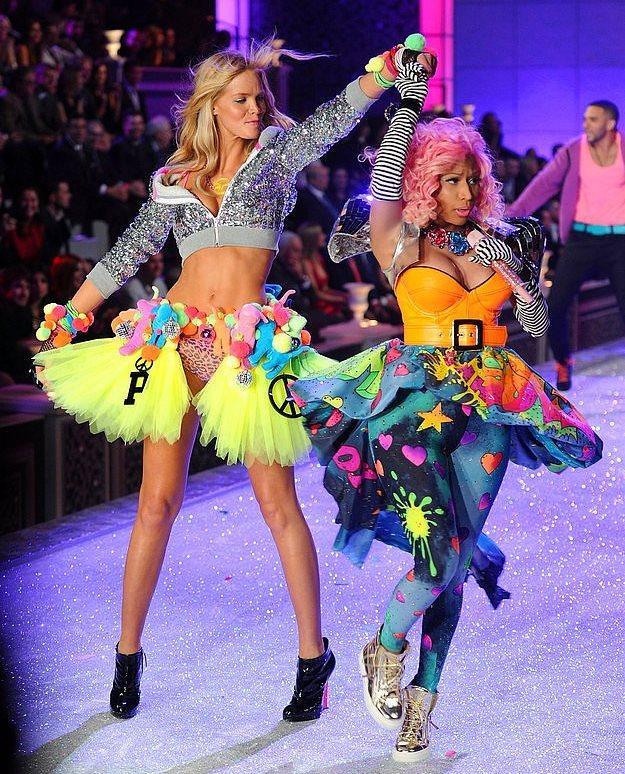 2011 yılındaki şovun en unutulmaz anları, ünlüler dünyasının çılgın ismi Nicki Minaj'lı olanlardı...