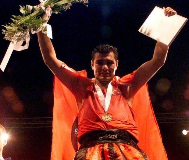 Dünya kıtalararası ağır siklet boks şampiyonu Sinan Şamil Sam