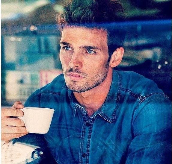 Kahve içenlere bile hayretle baktık.