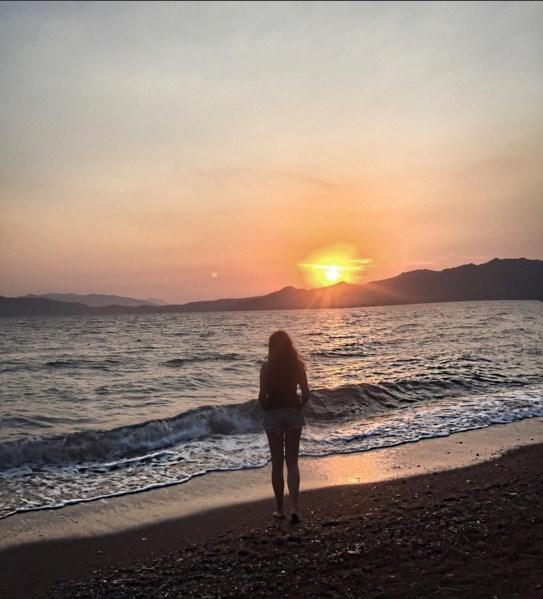 Ayşe Özyılmazel  #tbt #summer2015 #hisarönü #mytravelgram #sunset #sea #beauty #nature #ayşekeşifte #love 🙏