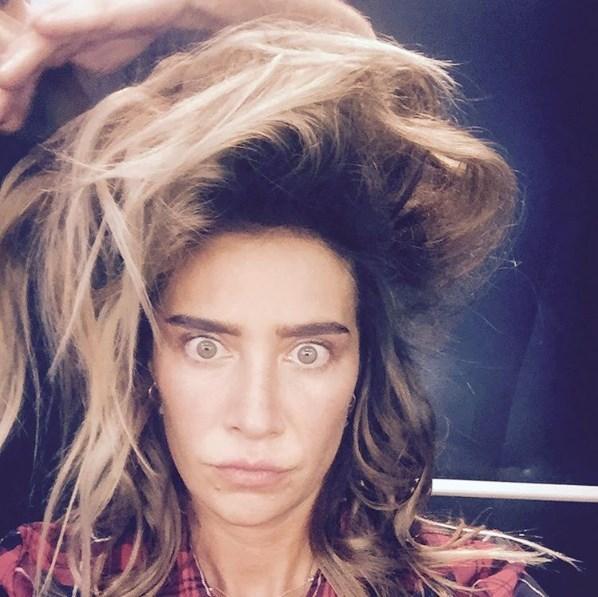 Sıla Gençoğlu  Dağınık yatak'tan sonra dağınık saç isimli yeni çalışmam. Bunu da söyleyecek misin kardeşcağzım ? @ziynetsali Bence olur.