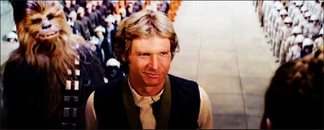 Orijinal üçlemede Jedi veya Sith olmayıp ışın kılıcı kullanan tek şahıs Han Solo.  Gerçi kavga dövüş için kullanmadı ama olsun, yakışır abimize.