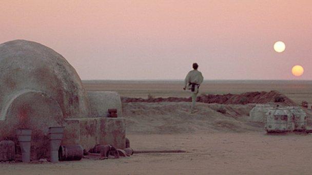 Tatooine gezegeninin adı, çekimlerin yapıldığı Tunus'un Tataouine şehrinden geliyor.