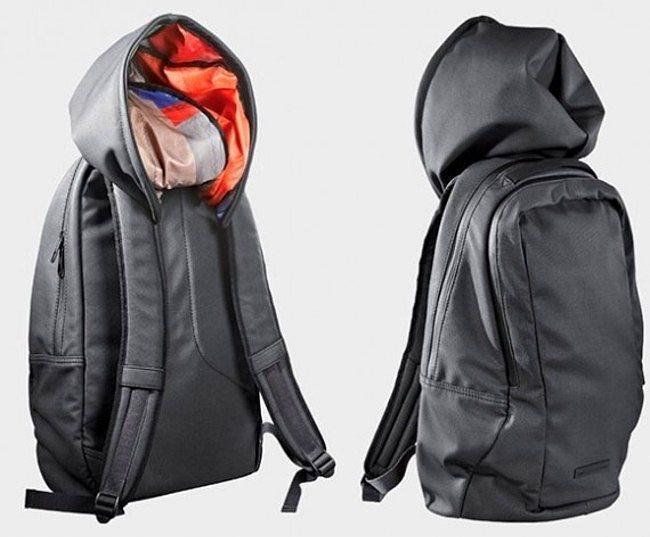 Yerleşik kapşonlu sırt çantası  İyi fikir olmasının yanında, anında bastıran yağıştan ve soğuktan ekstra korunmamıza yardımcı olur.   Tekstilci abilere duyurulur.