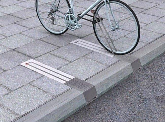 Kullanılmadığında yolu işgal etmeyen bisiklet parkları.  Lüksemburg gezimde sıklıkla karşıma çıkan bu durumu sevgili halkımıza da iletmek istedim.   Her ne kadar Türkiye'de bisikletle işe gidip gelmek, bisiklet yolu, bisiklet parkı gibi kültürler henüz tam olarak oturmasa bile ilerisi için fikir verebilir bir buluş.
