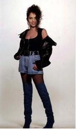Sertab Erener, 1992'de Sakin Ol albümünü çıkardığında 28 yaşındaydı.