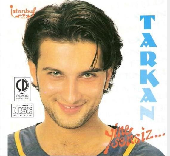 Tarkan, 1992 yılında ilk albümü Yine Sensiz'i çıkardığında 20 yaşındaydı ve böyle görünüyordu.