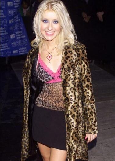 Christina Aguilera, 1999'da kendisiyle aynı adı taşıyan albümünü yayınladığında böyle görünüyordu.