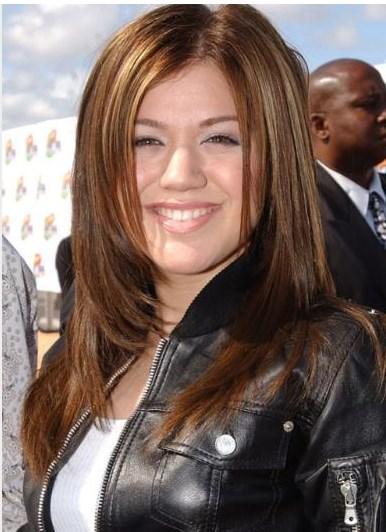 Kelly Clarkson, 2003'te Thankful albümünü yayınladığında saç rengi daha koyuydu.