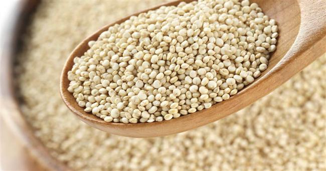 Amarant  Doğal glütensiz besinlerden biri olan amarant, binlerce yıldır Azteklerin yetiştirip tükettiği bir protein ve lif kaynağı. Amaratı süper besin yapan en önemli özellikleri içerdiği amino asitlerle güçlü bir protein, kalsiyum, magnezyum ve bakır deposu olması. Kinoaya benzeyen amarant, A, B, C, E ve K vitamini bakımından oldukça zengin bir besin. İnternette bulunabileceğiz amarant tohumu, tıpkı diğer benzer tahıllar gibi haşlanabiliyor, salatalara veya çorbalara eklenebiliyor.