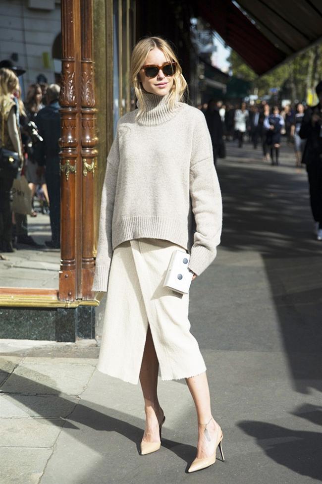 Moda editörlerinden kazak kombinleri için ilham almak hiç de kötü bir fikir değil. Bu yüzden Emmanuelle Alt, Eva Chen ve Caroline de Maigret gibi editörlerin stillerinden size ilham verecek 10 kazak kombinini derledik...   Pernile Teisback  Bloggerken moda ikonu haline gelen Pernille, soğuk havaların koyu renkler anlamına gelmediğini bej eteği ve sütlü kahve boğazlı kazağı ve ten rengi ayakkabılarıyla göstermiş oldu. Stiline kesinlikle bayıldık.